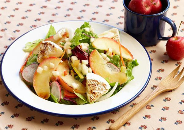 焼きりんごとチーズのサラダ 画像