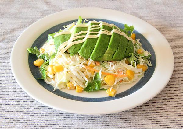 コーンとアボカドのサラダ 画像