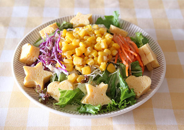 コーンと卵焼きのサラダ 画像