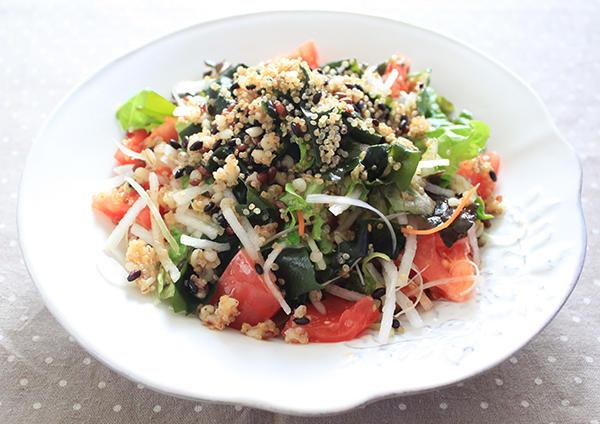 Img quinoa seaweed healthy salad