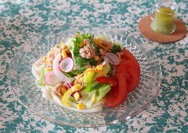 トマトバジルの具沢山サラダうどん 画像